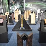 Ausstellung Grabsteine mit Kubus
