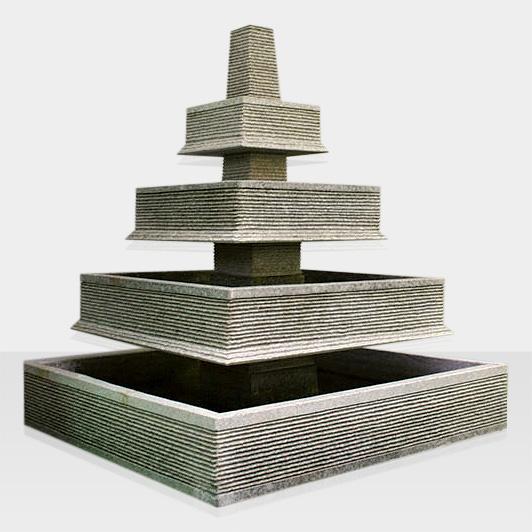 Steinbrunnen pyramidenförmig, abgestuft