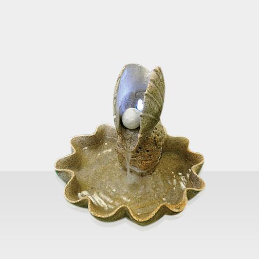 Avantgarde Brunnen Muschel mit Perle
