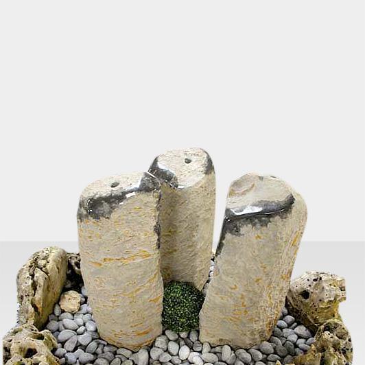 Brunnen mit 3 Quellsteinen