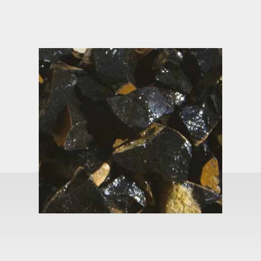 Schwarzer, glänzender Zierkies