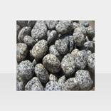 Weisser Gartenkies mit schwarzen Punkten, getrommelt