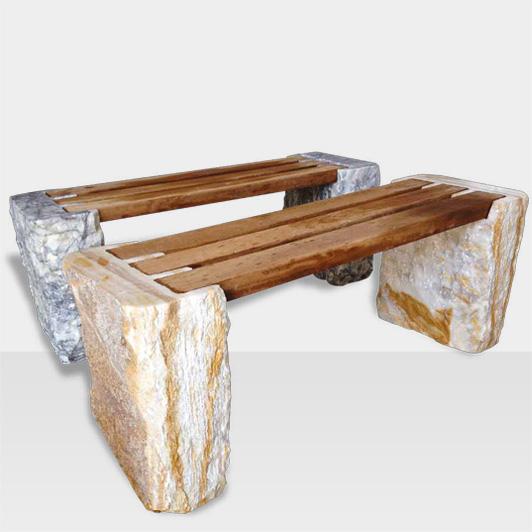 Gartenbänke aus Naturstein und Holz