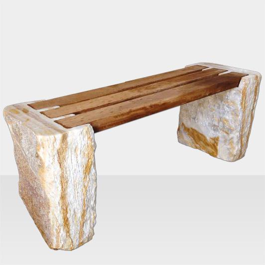 Gartenbank aus Naturstein und Holz, seitliche Ansicht