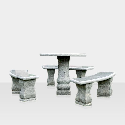 Sitzgruppe aus Naturstein, gebogen