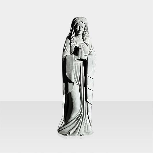 Steinfigur betende Frau hell