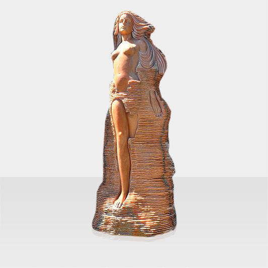 Steinfigur Frau im Felsen