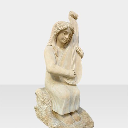 Steinfigur Frau mit Laute