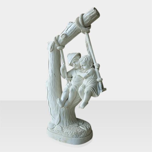 Skulpturen & Figuren Modell Steinfigur Kinder auf Schaukel